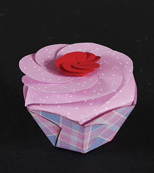 how to make a 3d paper cupcake