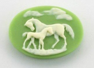 Frantic Stamper - Resin Cameos - Ivory Horses on Green Oval - Package of 5